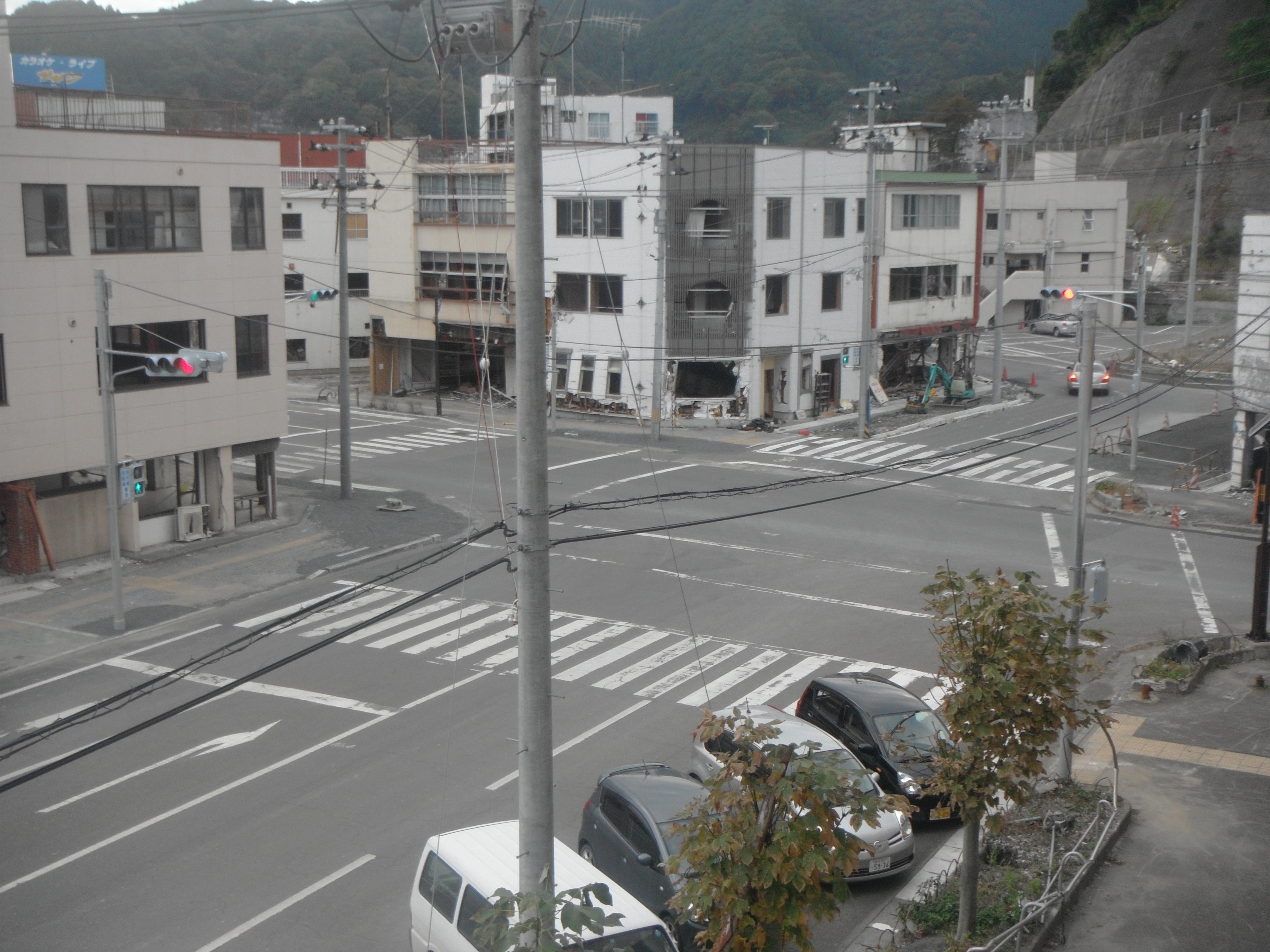 市営ビル事務所から交差点を見てみる