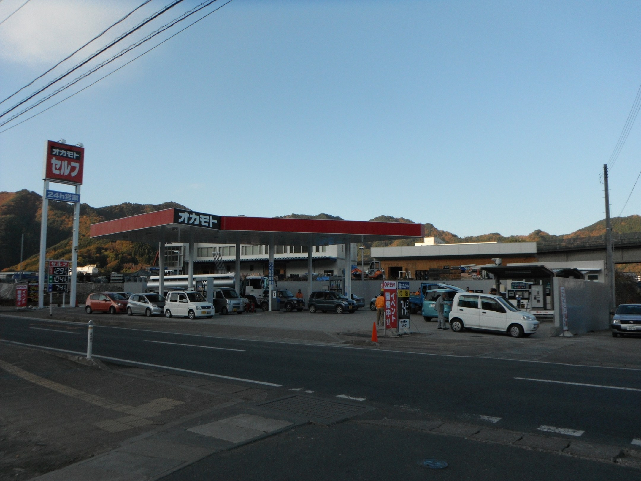 ガソリンスタンド遠景